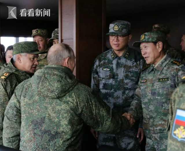 魏凤和与普京观摩军演 对假想敌展开大规模进攻 解放军重兵参加