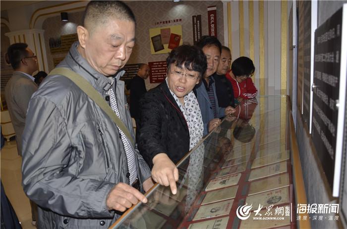 东营区黄河路街道燕山社区组织党员参观《共产党宣言》纪念馆