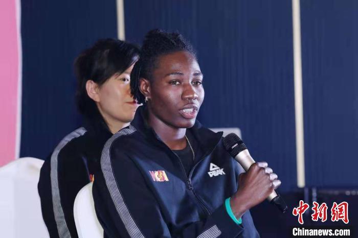 """内蒙古首家职业篮球俱乐部美籍外援:""""在WCBA联赛上可试着夺冠"""""""