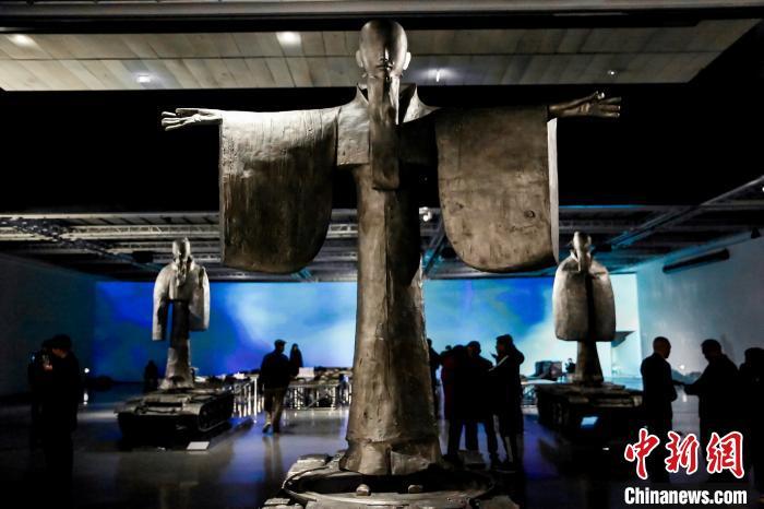 当代雕塑家李象群个展在京亮相