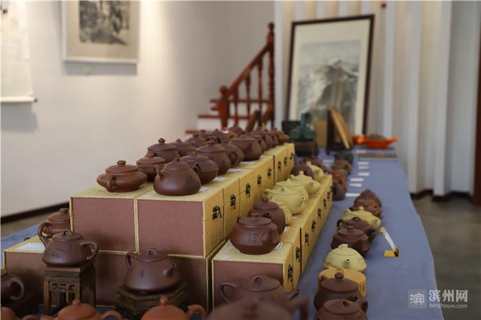 书道三友鸣远后人紫砂壶刻艺术展在滨州展子虔艺术馆开幕