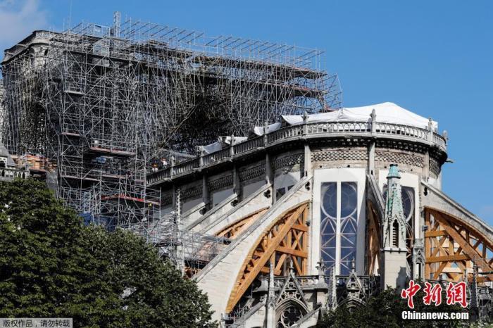 资料图:当地时间2019年8月19日,法国巴黎圣母院维修工程重新启动。