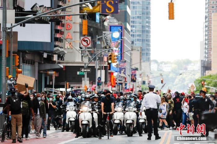 美纽约州更新新冠检测标准 州长敦促示威者尽快检测