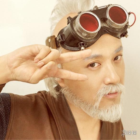 电影《银魂2》平贺源外定妆照公开 白发美颜老头!