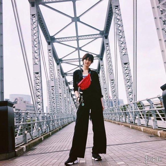 9头身模特桥爪爱霸气写真 穿西装出席成人式帅炸天!