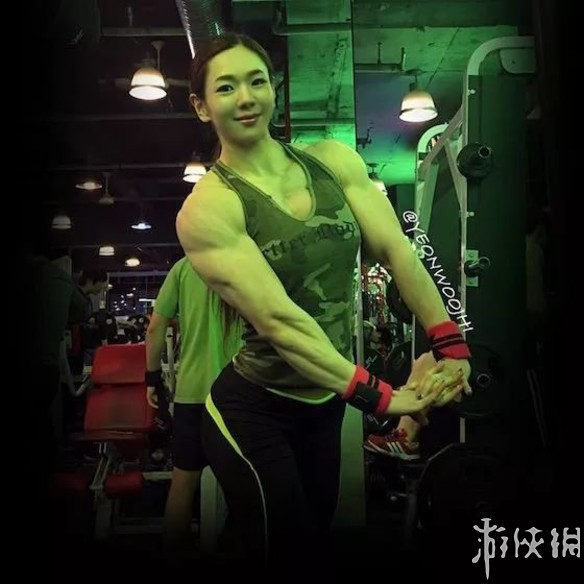 韩国金刚芭比池妍玉健身照 秀美的脸庞坚硬的身