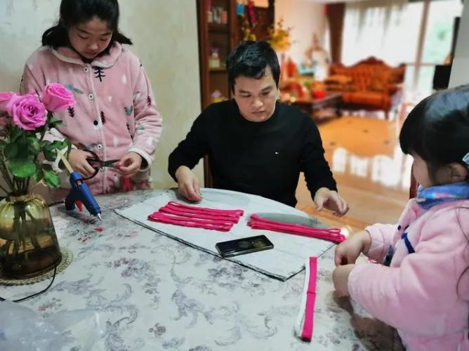 300名网友宅家自制20000副护目镜,送医护、送武汉……还将踏上跨国支援之旅图片