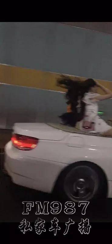 北京赛车苹果手机直播开奖宝马男带4名美女驾敞篷轿跑兜风 姑娘们坐姿惊人