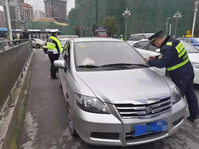 """贵阳驾驶员跑""""黑车""""被抓,竟威胁运管:我刚坐牢出来,啥都不怕!"""