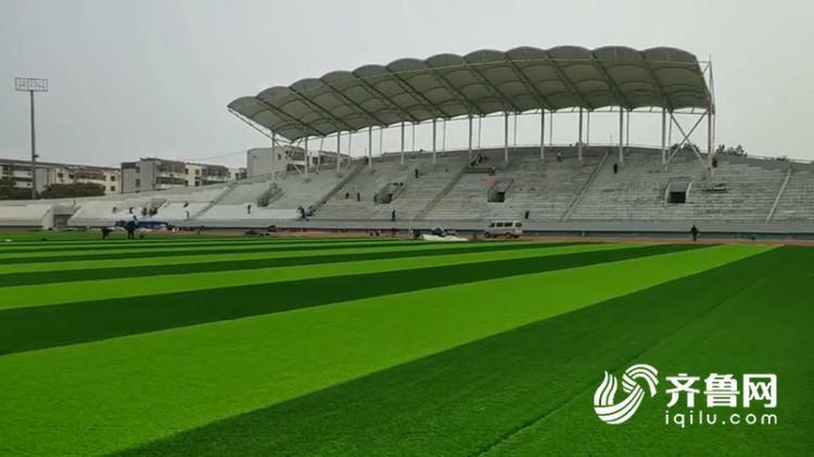 足球场草坪焕然一新!曲阜体育公园10月28日全部整改完毕