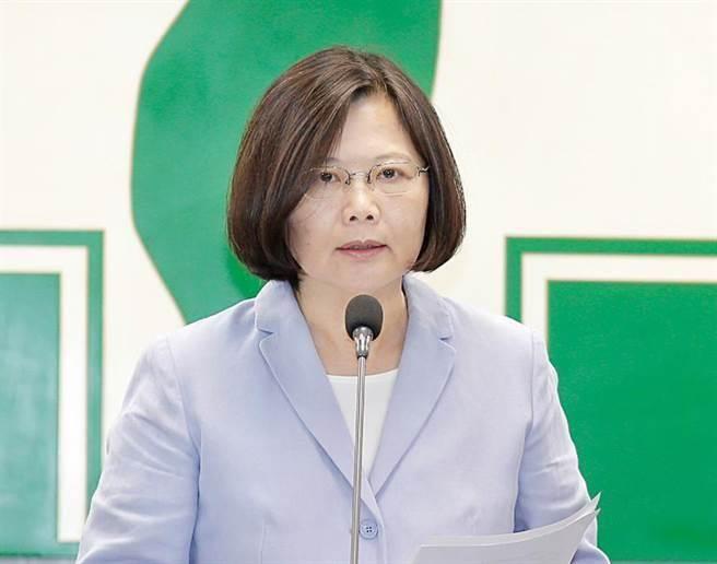 """蔡英文对台湾""""贡献""""大?台政客:她爱给大家讲笑话"""