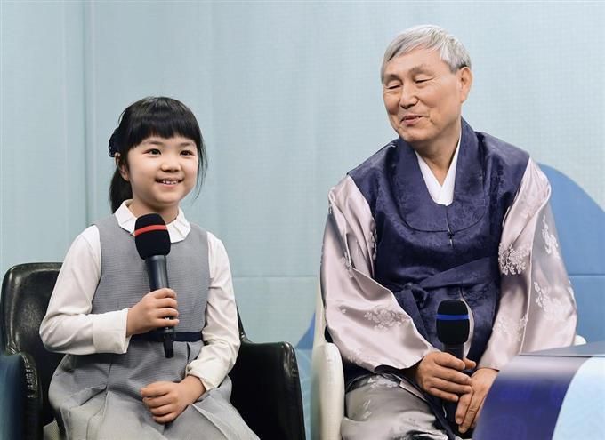 六福娱乐场现金网 在《新闻联播》头条,他为何哽咽了?