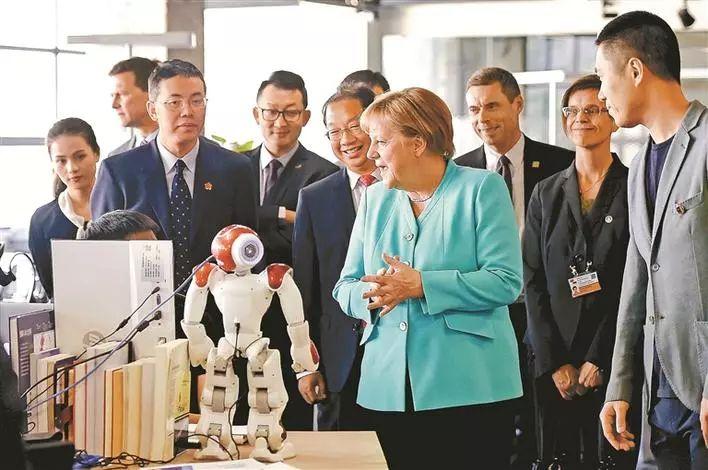 5月26日,德国总理默克尔一行参观碳云智能科技有限公司。