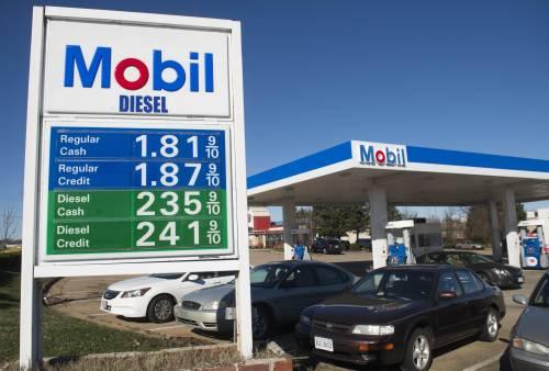 圖爲美國弗吉尼亞州伍德布里奇的一個加油站。新華社