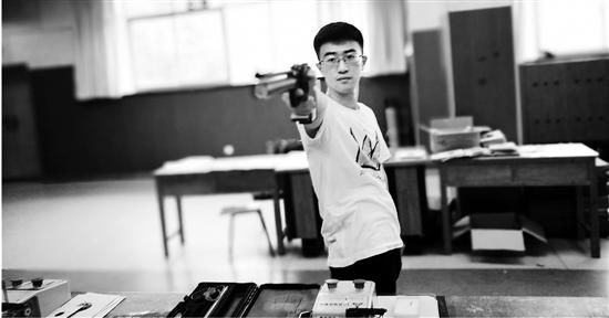 射击训练场上的钱方恒。