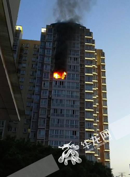重庆渝北回兴街道蓝色星空小区发生火灾 幸无人员伤亡