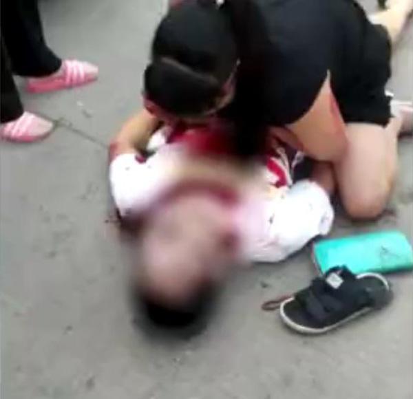 女性hg0088进货遭尽先包 23岁男儿子养护母亲挡刀被刺死|曹芳|尽先包|男儿子