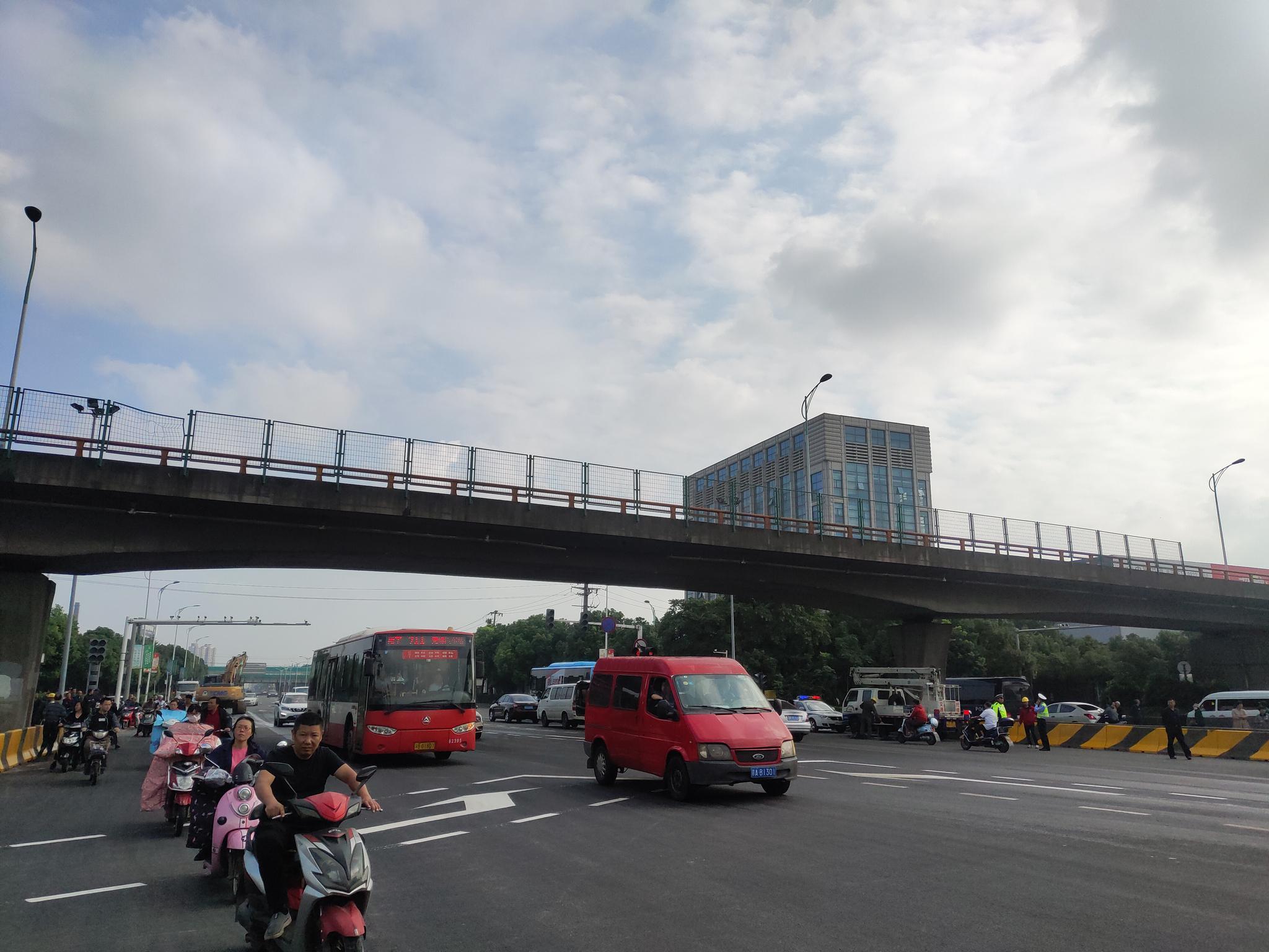 錫港路恢復通行。 新京報記者 康佳 攝