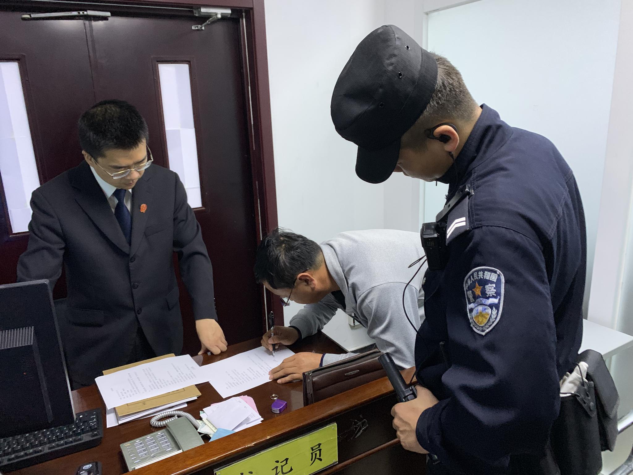 """葡京娱乐场p-女子造谣""""成都某学校学生跳楼"""" 被行政拘留5天"""