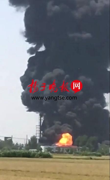 扬州一化工厂发生燃烧爆炸 无人员伤亡