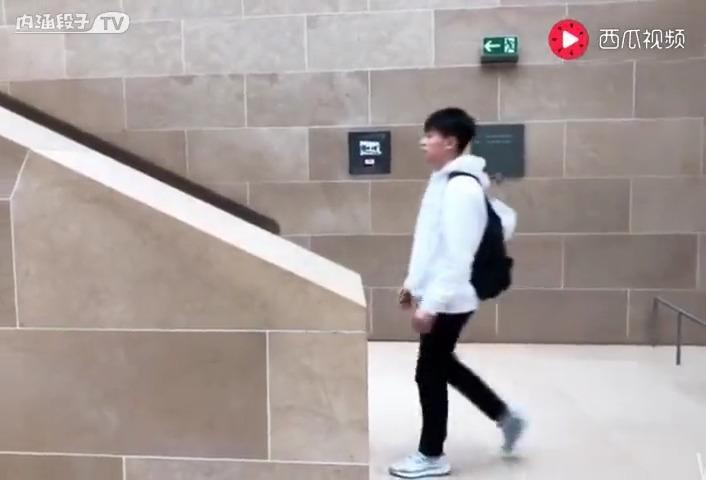 第一个把楼梯走出电梯感觉的人……
