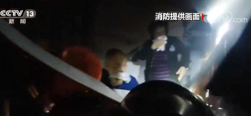 上海:电动车电瓶充电火灾事故频发图片