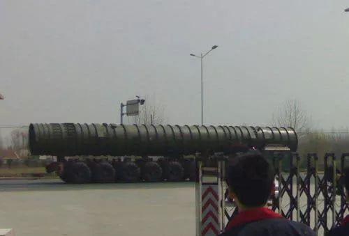 """▲资料图片:西方媒体刊登的所谓""""东风""""-41洲际导弹照片。"""