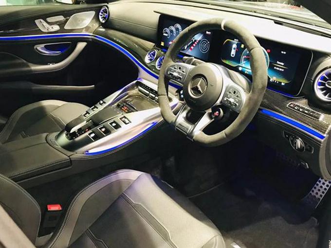 速度可与高铁齐平!奔驰推全新性能车,宝马M8还坐得住吗?