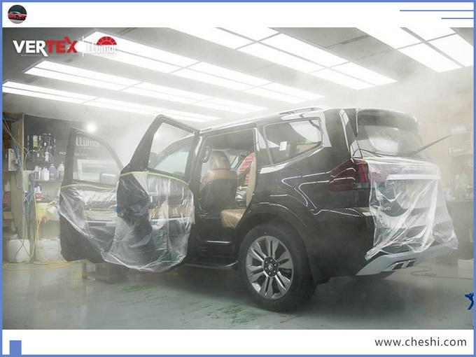 起亚大7座SUV街拍,3.8L+四驱,造型够硬派,都说比宝马X5好看