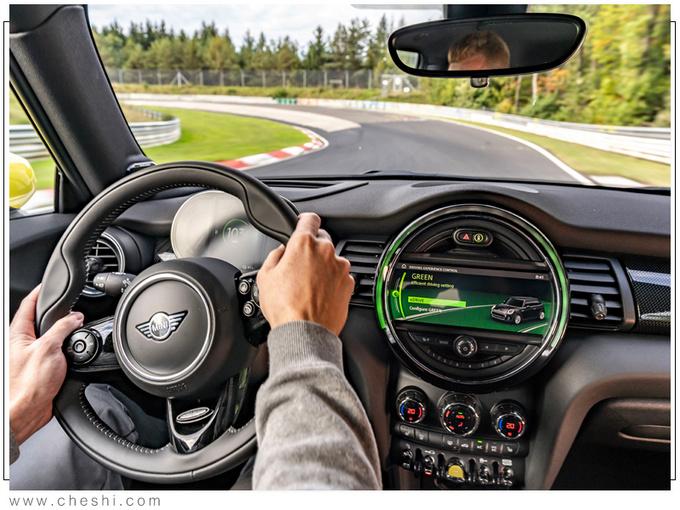 """""""宝马""""新款车型!外观超""""迷你"""",满电能跑270km,媳妇看完订车了"""