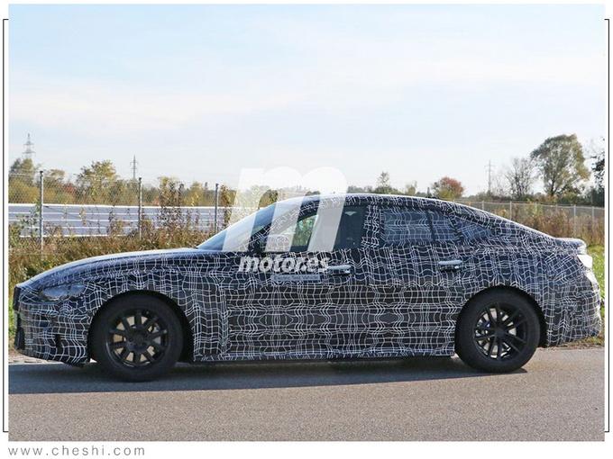 宝马4系轿跑推纯电版,动力比3.0T引擎还强,内饰同样有惊喜