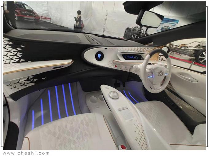 丰田纯电动车实拍,明天发布,就坐4个人,绝对超豪华体验