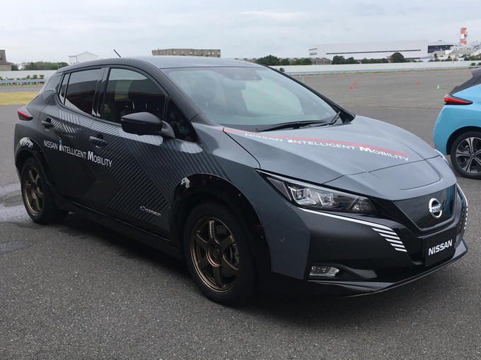 日产新轿车!比丰田卡罗拉还值,还配四驱,买它还是大众朗逸?