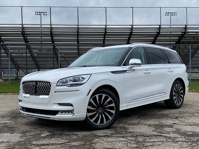 林肯大7座SUV街拍,搭3.0T引擎,跟奥迪Q7同级,这个月就能买