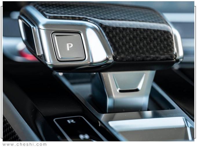 """奥迪新A8性能版售价!尺寸""""大幅""""加长,奔驰看完内饰都傻眼了"""