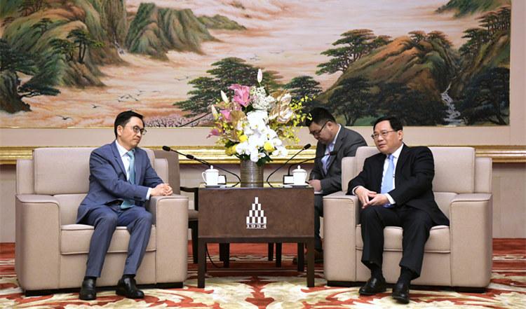 李强会见高瓴资本集团创始人兼首席执行官张磊等一行