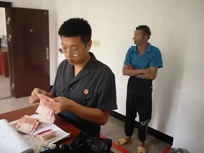 肯博娱乐官网·卢氏:百日红扮靓初冬山乡
