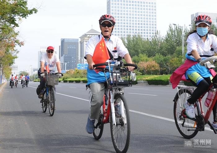 鲐背老人赵庆寿快乐骑行环滨州黄河风情带全程25公里 有信心骑到100岁