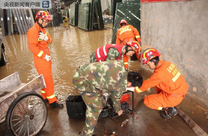 云南宣威市主城区突降暴雨致全城多处内涝