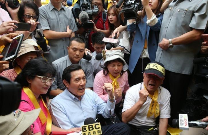 """马英九声援台大学生抗议""""卡管"""""""