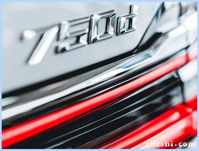 宝马新7系到店实拍,尺寸大幅加长,比奔驰S级霸气,上海车展亮相