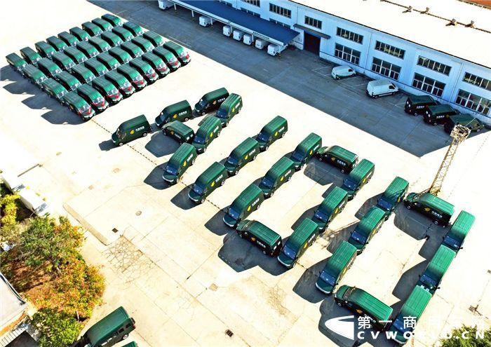 """积极备战""""双十一"""" 百辆东风御风A100邮政车交付中国邮政集团"""