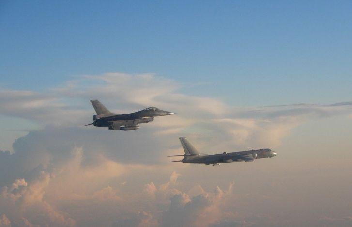 我空军轰6K首次夜间绕岛震慑台独 台媒神经紧绷