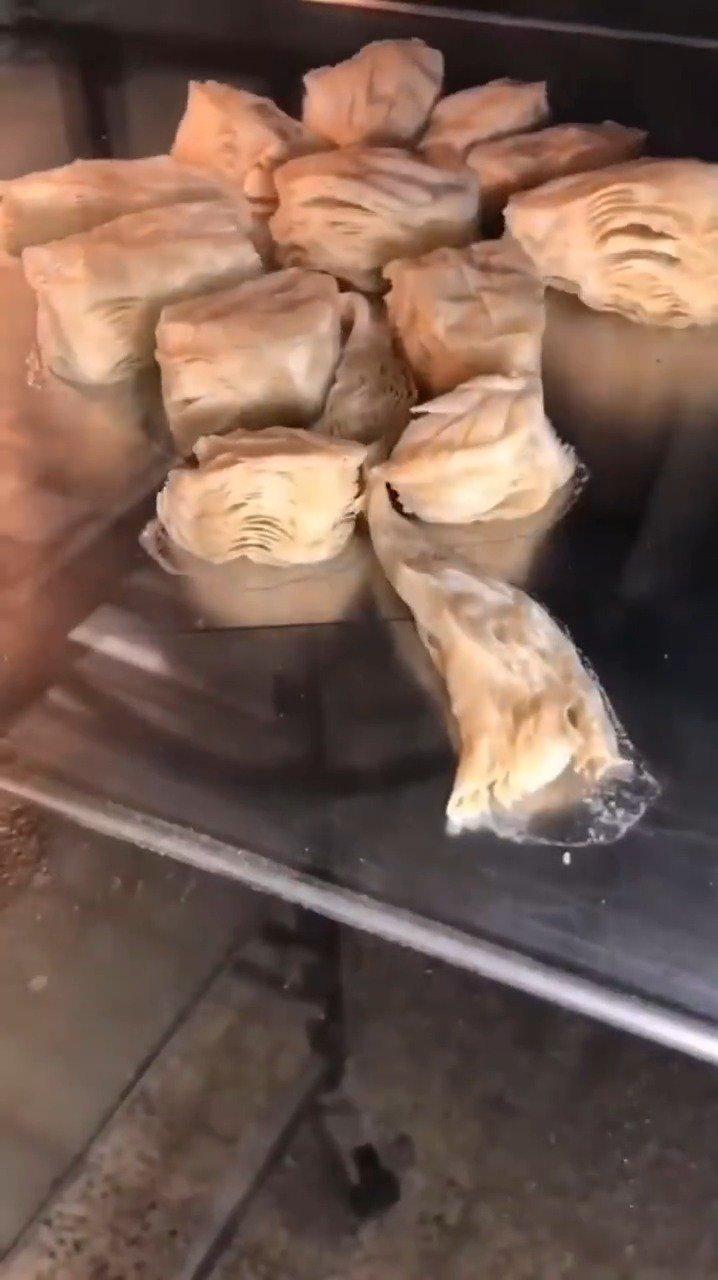 我好爱看这种烤面包的过程啊!!!看得我好饿,好想吃面包!