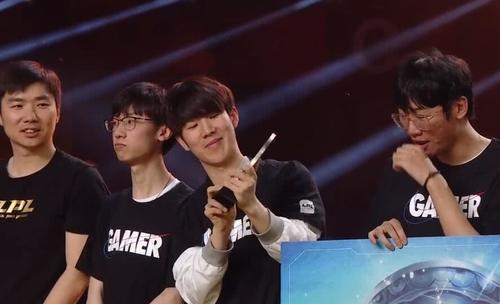 IG夺冠后宁王和JKL表现太真实,现场数奖金几位数,相视一笑