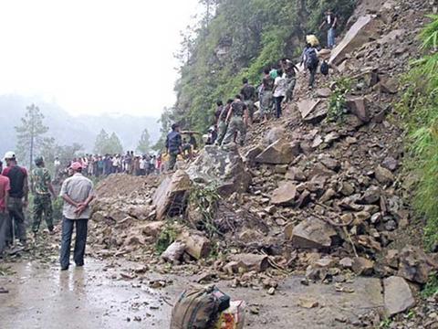 阿富汗一村庄发生山体滑坡 造成至少10人死亡