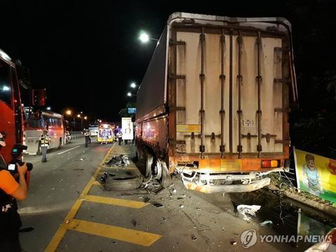 韩国女星丈夫酒驾出车祸 致两名年轻演员丧生