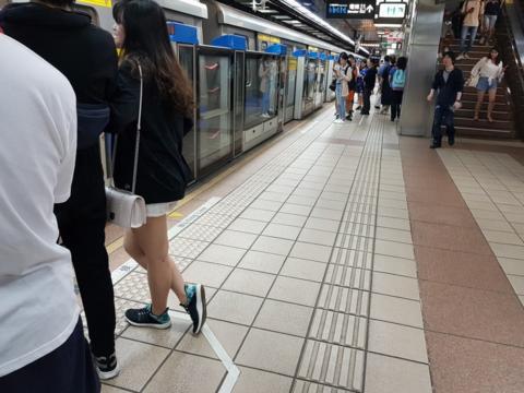 台北捷运传歹徒持刀刺人 女子胸口被划伤15厘米