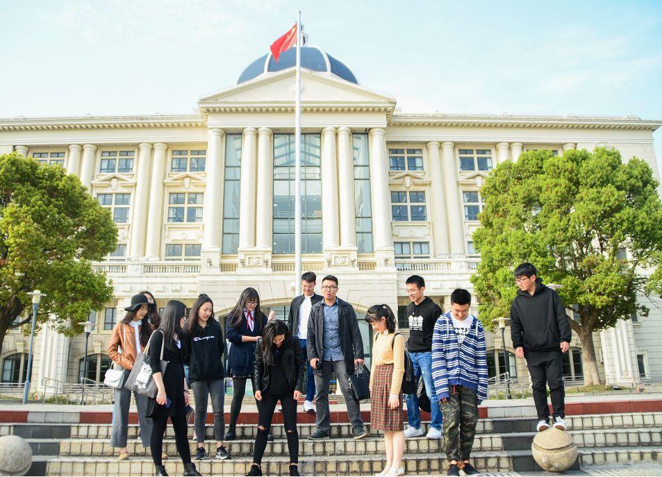 上外_惊为天人!上外学子翻译60首热门歌曲:让世界听到中国青年的声音