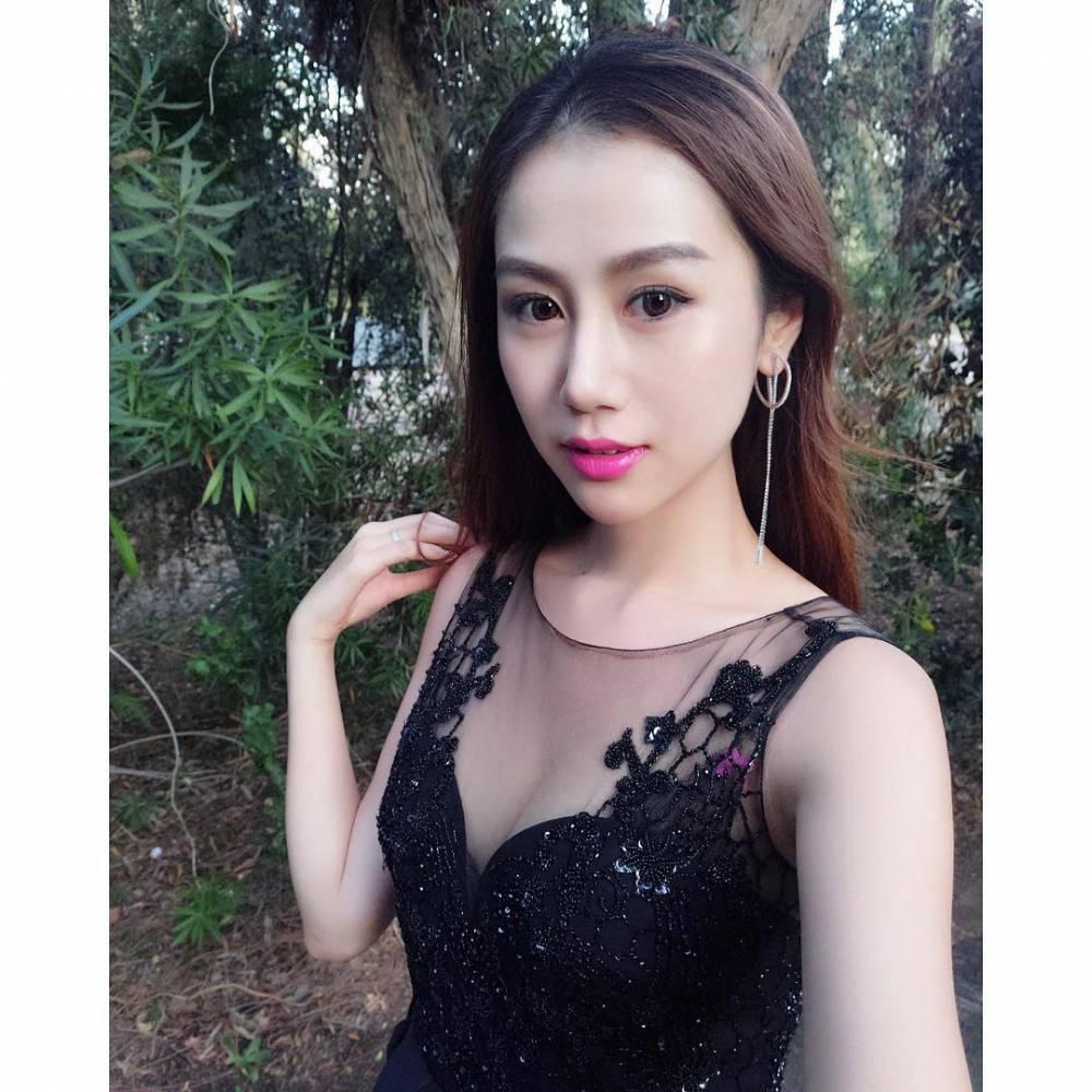 美 孙悦爱妻陈露晒与NBA冠军戒指的合影
